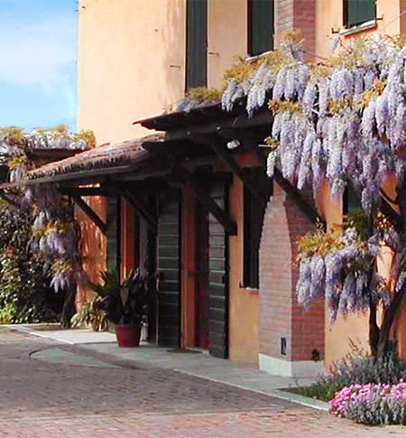 hotel-residence-la-pace-cavezzo-novi-di-modena-finale-emilia-concordia-carpi-esterno-lavanda